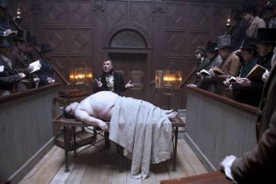 Una scena del film Ladri di cadaveri (Foto Ansa)