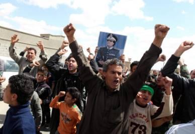 Una manifestazione di sostenitori pro Gheddafi (Ansa)