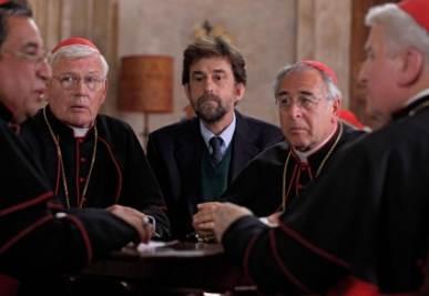 Moretti tra i cardinali in una scena di Habemus Papam (Foto Ansa)