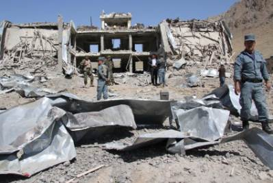 Un palazzo sventrato da un'autobomba a Kabul