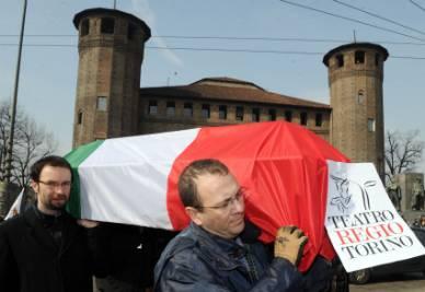 Una manifestazione di protesta contro i tagli alla cultura (Foto Ansa)