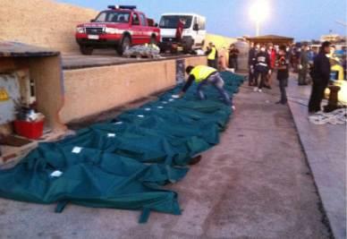 I sacchi contenenti i cadaveri degli immigrati morti asfissiati (Foto Ansa)