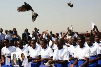 Festeggiamenti in Sudan dopo la vittoria del Sì al referendum (Foto Ansa)