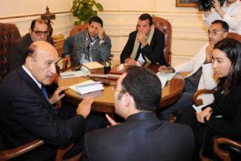 Suleiman incontra i rappresentanti dei manifestanti (Foto Ansa)