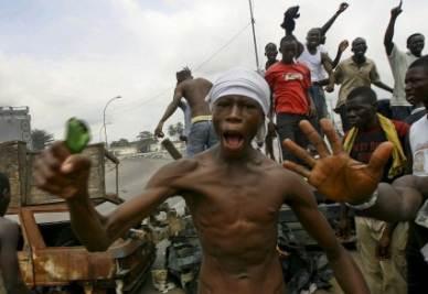 Violenti scontri in Costa d'Avorio (Ansa)