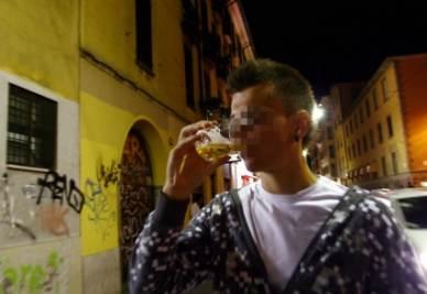 Aumenta il consumo di alcol tra i giovani romani (Foto Ansa)
