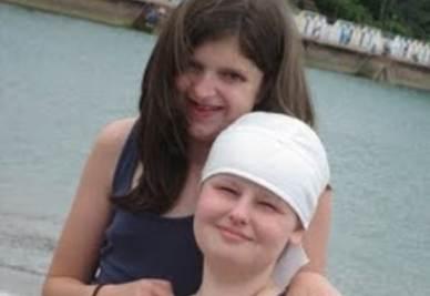 Alice con la sorella, foto pubblicata sul suo blog