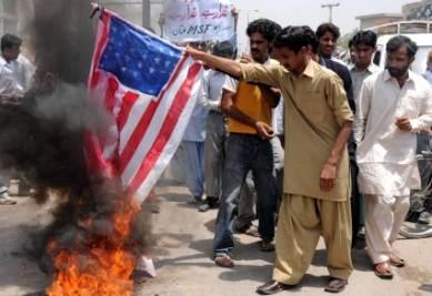 Sostenitori di Al Qaeda in Pachistan (Foto Ansa)
