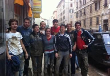 Simone e i suoi amici nelle strade di Genova