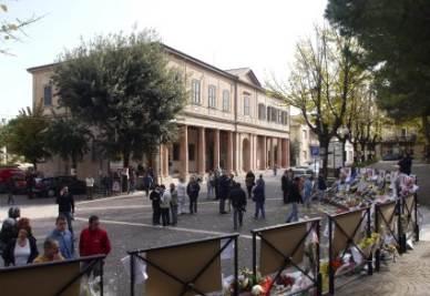 Il teatro dove è stata allestita la camera ardente di Simoncelli, foto Ansa