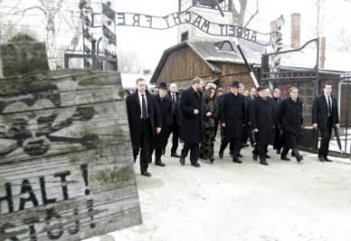 Celebrazioni per la Giornata della memoria ad Auschwitz (Foto Ansa)
