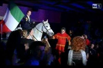 L'ingresso di Benigni a cavallo a Sanremo, foto Ansa