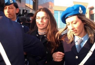 Elisabetta Ballarin al momento dell'arresto, foto Ansa