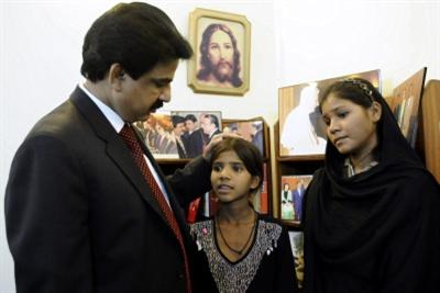 Minister Bhatti with some relatives of Asia Bibi