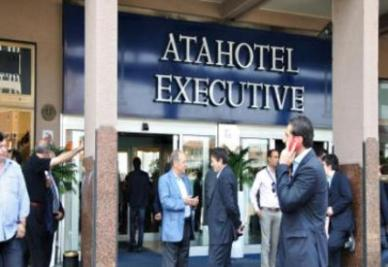 Le trattative all'Atahotel (foto Ansa)