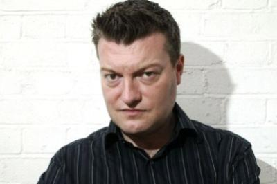 Il comico inglese Charlie Brooker