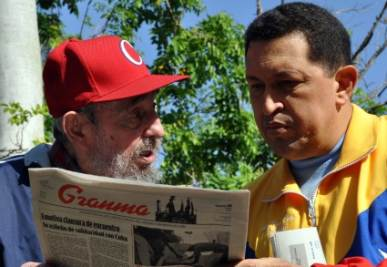 Chavez con Fidel Castro, foto Ansa