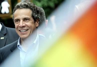 Andrew Cuomo, governatore dello stato di New York, il 26 giugno durante il Gay Pride (Ansa)