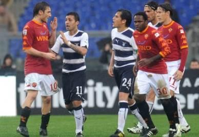 Tutto pronto per Lazio-Roma (Foto Ansa)