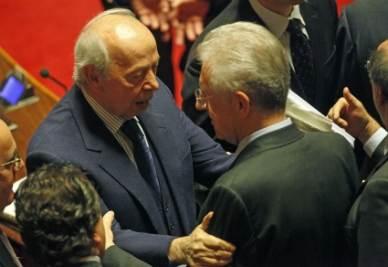 Mario Monti e Lamberto Dini (Ansa)