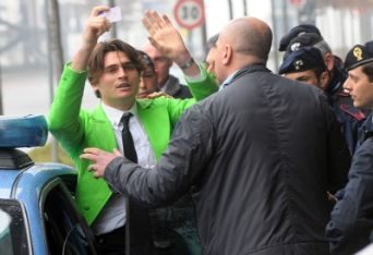Il disturbatore in giacca verde, foto Ansa