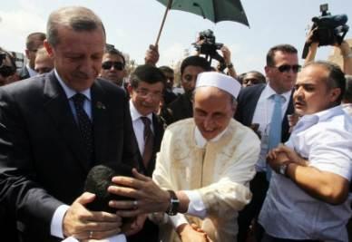 Erdogan durante la vistia in Libia (Ansa)