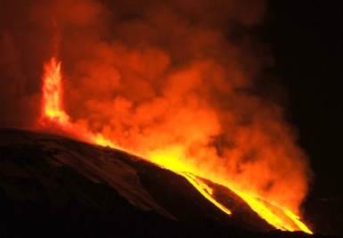 L'eruzione di stanotte, foto Ansa