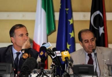 Il ministro degli Esteri Franco Frattini in Libia (Ansa)