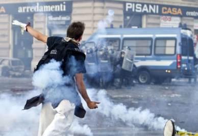 Caos a Roma durante le manifestazioni dello scorso ottobre (Ansa)