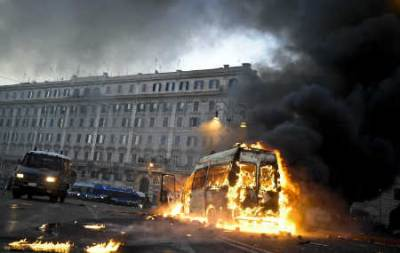 Roma devastata dai black bloc (Ansa)
