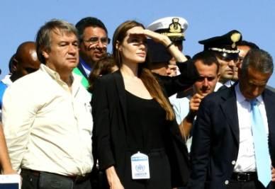 Angelina Jolie a Lampedusa, foto Ansa