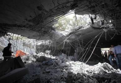 Bombardamenti su Tripoli (Ansa)