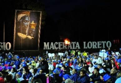 I pellegrini alla Macerata-Loreto (Foto: ANSA)