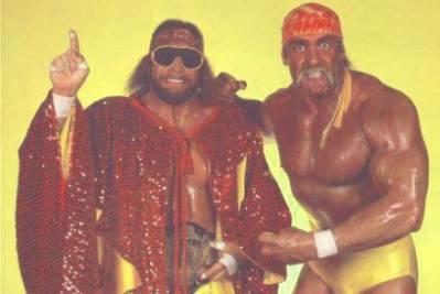 Macho Man, a sinistra, con Hulk Hogan