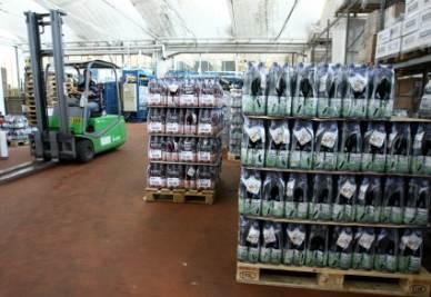 Il magazzino di una industria alimentare (Foto: ANSA)