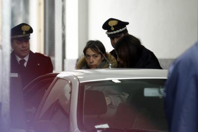 La mamma di Yara Gambirasio lascia l'istituto di medicina legale di Milano, foto Ansa