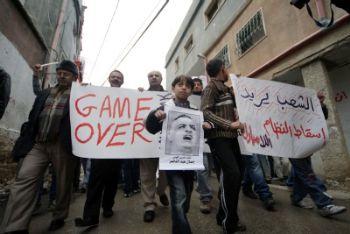 Manifestanti palestinesi a favore delle rivoluzioni in Egitto e Tunisia (Foto: Ansa)