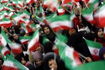 Studentesse a Tehran l'11 febbraio 2011, 32/o anniversario della rivoluzione (Ansa)
