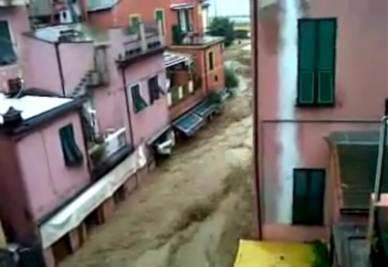 Monterosso, La Spezia, invasa dal fango, foto Ansa
