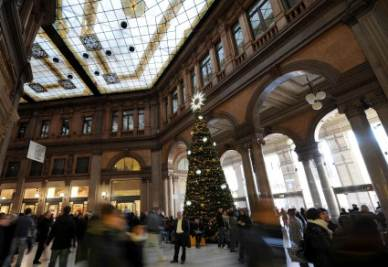 A Roma chiudono sette negozi ogni giorno (Foto Ansa)