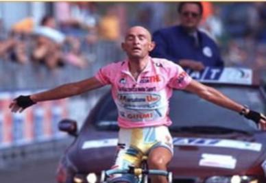 Pantani esulta al Giro 1998 (Ansa)