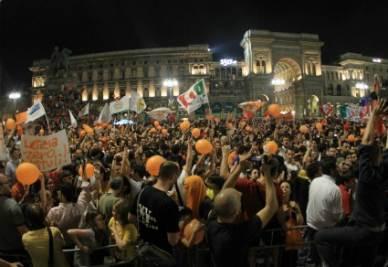 Piazza Duomo in festa per Pisapia (Ansa)