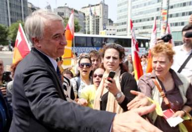 RISULTATI BALLOTTAGGIO MILANO/ Video: la festa per Pisapia in piazza Duomo