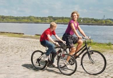 Una scena del film Il ragazzo con la biciclietta (Foto Ansa)