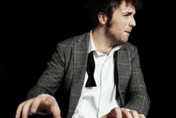 SANREMO 2011/ Esclusiva parla il vincitore di Sanremo giovani, Raphael Gualazzi, con Follia d'amore