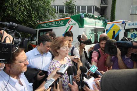 BALLOTTAGGIO MILANO/ Fotogallery: aggredita una sostenitrice della Moratti: la tensione è altissima