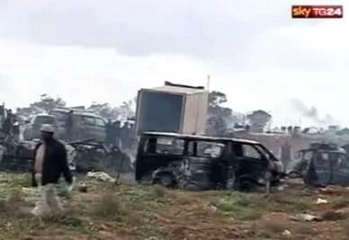 Uno scenario dopo i bombardamenti in Libia (Foto: ANSA)