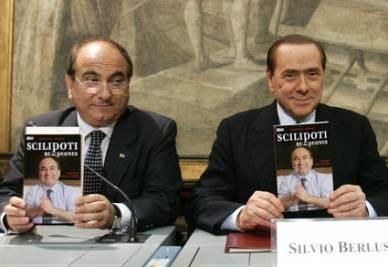 Domenico Scilipoti e Silvio Berlusconi (Foto Ansa)