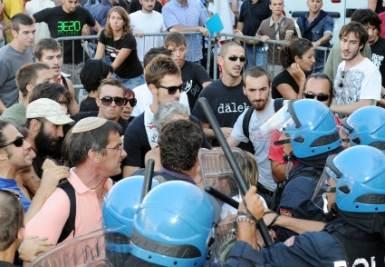 Momenti di tensione a Torino, foto Ansa