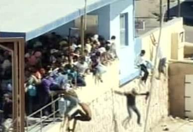 I tunisini caricati dalla polizia